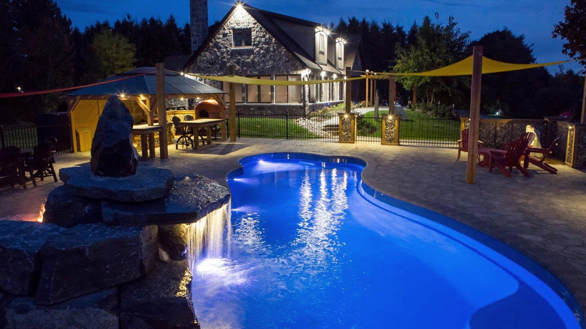 Pool showroom in grapevine tx metroplex pool for Pool showrooms